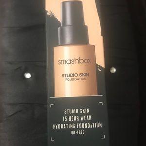 Smashbox studio skin foundation 15 hour wear